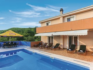 Amazing home in Trnbusi w/ WiFi and 4 Bedrooms