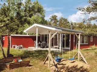 Beautiful home in Hadsund w/ Sauna, WiFi and 3 Bedrooms