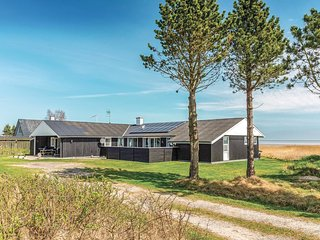 Awesome home in Hadsund w/ Sauna, WiFi and 4 Bedrooms