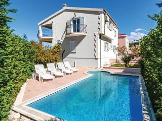 Awesome home in Supetar w/ WiFi and 5 Bedrooms