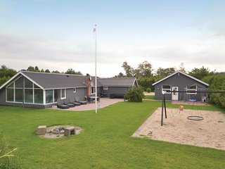 Beautiful home in Storvorde w/ Sauna, WiFi and 4 Bedrooms