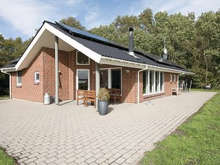 Nice home in Hadsund w/ Sauna, WiFi and 2 Bedrooms
