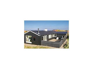 Awesome home in Løkken w/ WiFi and 3 Bedrooms