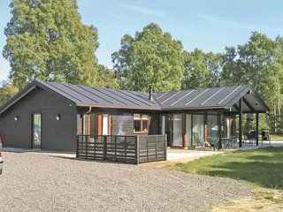 Amazing home in Grenaa w/ Sauna, WiFi and 4 Bedrooms