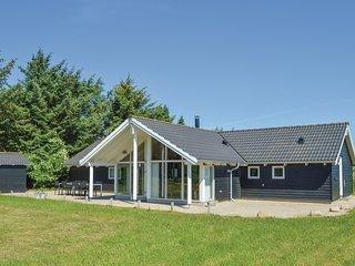 Amazing home in Løkken w/ Sauna, WiFi and 4 Bedrooms (D7067)