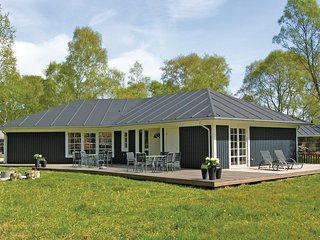 Beautiful home in Grenaa w/ WiFi and 4 Bedrooms (D70535)