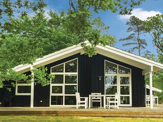 Nice home in Hadsund w/ Sauna, 3 Bedrooms and WiFi