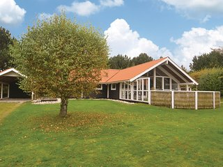 Nice home in Grenaa w/ Sauna, WiFi and 4 Bedrooms (D71055)