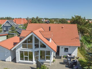 Beautiful home in Blokhus w/ Sauna, WiFi and 4 Bedrooms