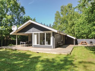 Awesome home in Grenaa w/ Sauna, WiFi and 3 Bedrooms
