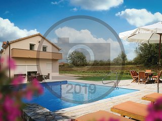 Nice home in Trilj w/ WiFi, 4 Bedrooms and Outdoor swimming pool