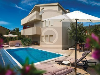 Amazing home in Kastel Stari w/ WiFi and 2 Bedrooms