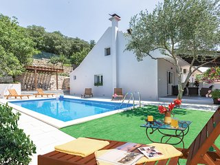 Stunning home in Glavina Donja w/ WiFi and 4 Bedrooms