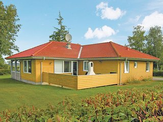 Stunning home in Glesborg w/ Sauna, WiFi and 5 Bedrooms (D73258)