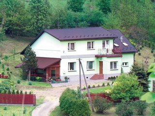 Amazing home in Jachowka w/ Sauna, WiFi and 5 Bedrooms