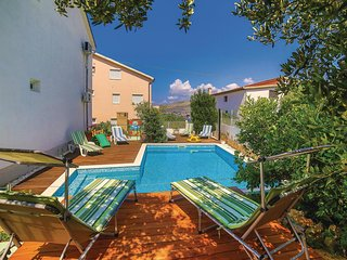 Nice home in Okrug Gornji w/ WiFi and 2 Bedrooms (CDC022)