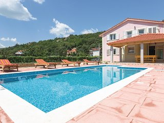 Stunning home in Prolozac w/ WiFi and 5 Bedrooms