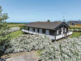 Nice home in Glesborg w/ Sauna and 4 Bedrooms