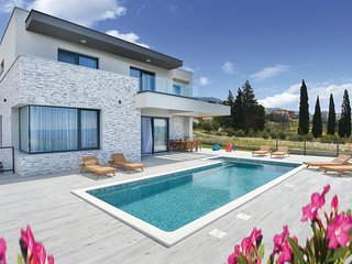 Nice home in Kucine w/ WiFi, 4 Bedrooms and Jacuzzi