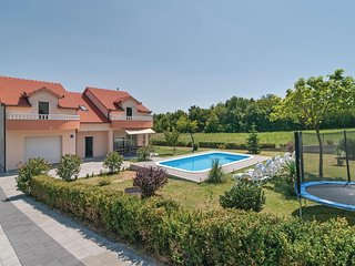 Awesome home in Sinj w/ WiFi and 5 Bedrooms