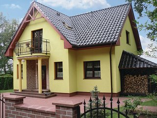 Awesome home in Nowe Warpno w/ Sauna and 5 Bedrooms