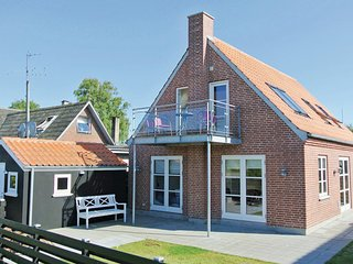 Awesome home in Tranekær w/ WiFi and 5 Bedrooms (G10672)