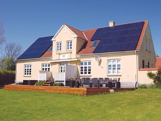 Awesome home in Tranekær w/ WiFi and 7 Bedrooms