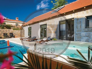 Beautiful home in Sinj w/ Jacuzzi, 4 Bedrooms and Outdoor swimming pool