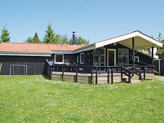 Awesome home in Juelsminde w/ Sauna, WiFi and 3 Bedrooms