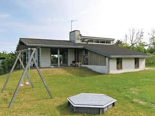 Awesome home in Hirtshals w/ Sauna, 3 Bedrooms and WiFi (D8129)