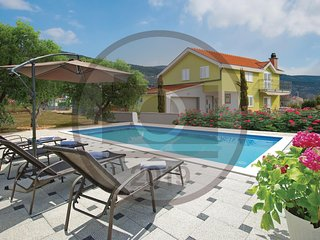 Amazing home in Donji Prolozac w/ WiFi, Outdoor swimming pool and 3 Bedrooms