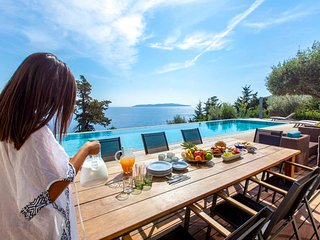 Luxurious Villa Aurora With Private Pool, Pontoon and Amazing SeaView in Lefkada