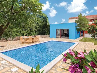 Awesome home in Dugopolje w/ WiFi, 4 Bedrooms and Outdoor swimming pool