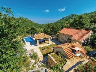 Klein vakantiehuis in groene omgeving