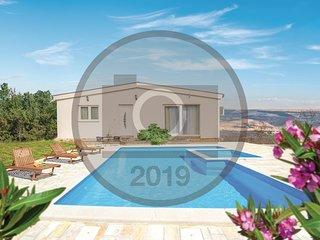Amazing home in Grubine w/ Outdoor swimming pool, WiFi and 3 Bedrooms
