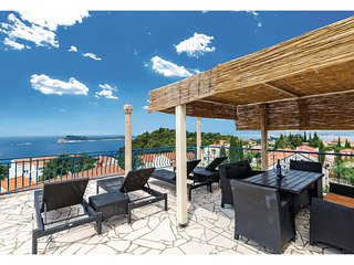 Awesome home in Cavtat w/ WiFi and 3 Bedrooms
