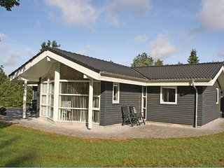 Nice home in Farvang w/ Sauna and 3 Bedrooms