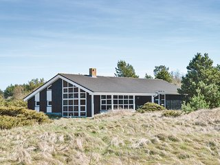 Beautiful home in Hirtshals w/ Sauna, WiFi and 6 Bedrooms