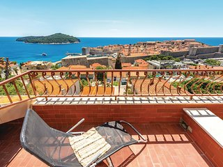 Nice home in Dubrovnik w/ WiFi and 3 Bedrooms