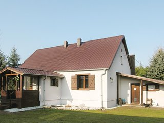 Stunning home in Wronki w/ Sauna, WiFi and 2 Bedrooms
