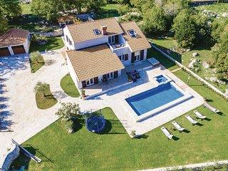 Amazing home in Topolo w/ Jacuzzi, Sauna and WiFi