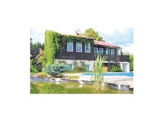 Stunning home in Lubiecin w/ 3 Bedrooms