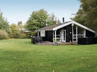 Stunning home in Gilleleje w/ Sauna, WiFi and 4 Bedrooms