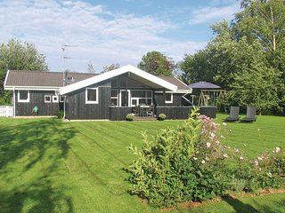 Nice home in Gilleleje w/ Sauna, WiFi and 4 Bedrooms