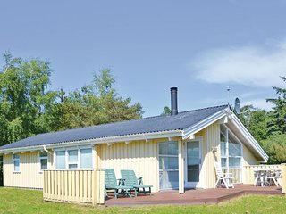 Awesome home in Græsted w/ Sauna, WiFi and 4 Bedrooms