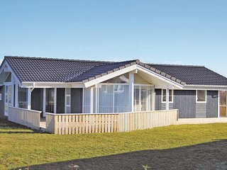 Awesome home in Juelsminde w/ Sauna, WiFi and 3 Bedrooms (D88590)