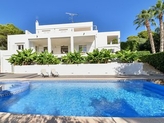 4 bedroom Villa with Air Con, WiFi and Walk to Beach & Shops - 5757019