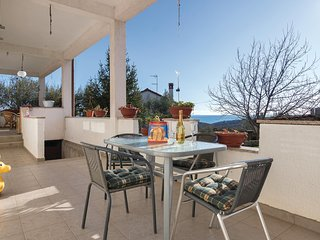 Stunning home in Peruski w/ WiFi and 1 Bedrooms