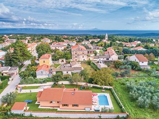 Amazing home in Krnica w/ Jacuzzi, WiFi and 4 Bedrooms