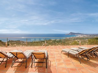 Beautiful home in Altea la Vieja w/ WiFi and 4 Bedrooms